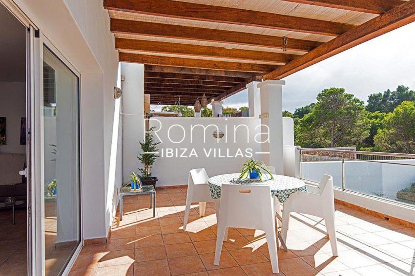 romina-ibiza-villas-rv-839-57-adosado-lila-2covered terrace dining area2