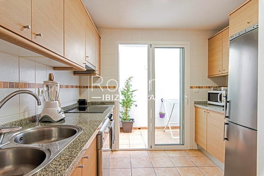 romina-ibiza-villas-rv-839-57-adosado-lila-3zkitchen patio