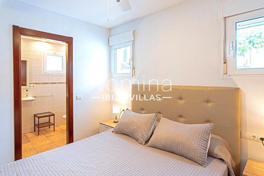 romina-ibiza-villas-rv-839-57-adosado-lila-4 bedroom1 bathroom