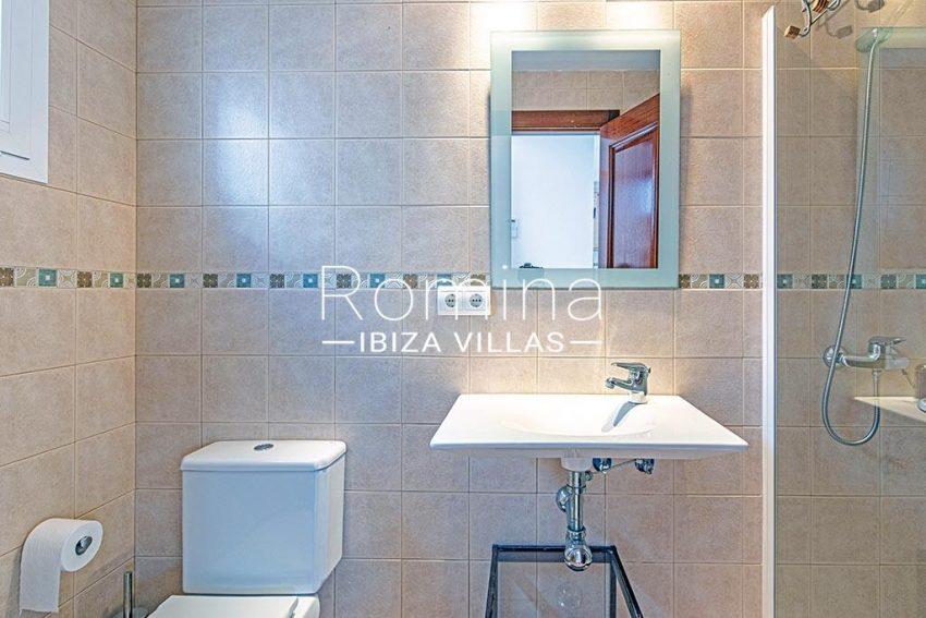romina-ibiza-villas-rv-839-57-adosado-lila-5shower room2