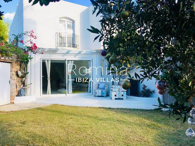 romina-ibiza-villas-rv-8452-01-adosado-mina-2garden facade2
