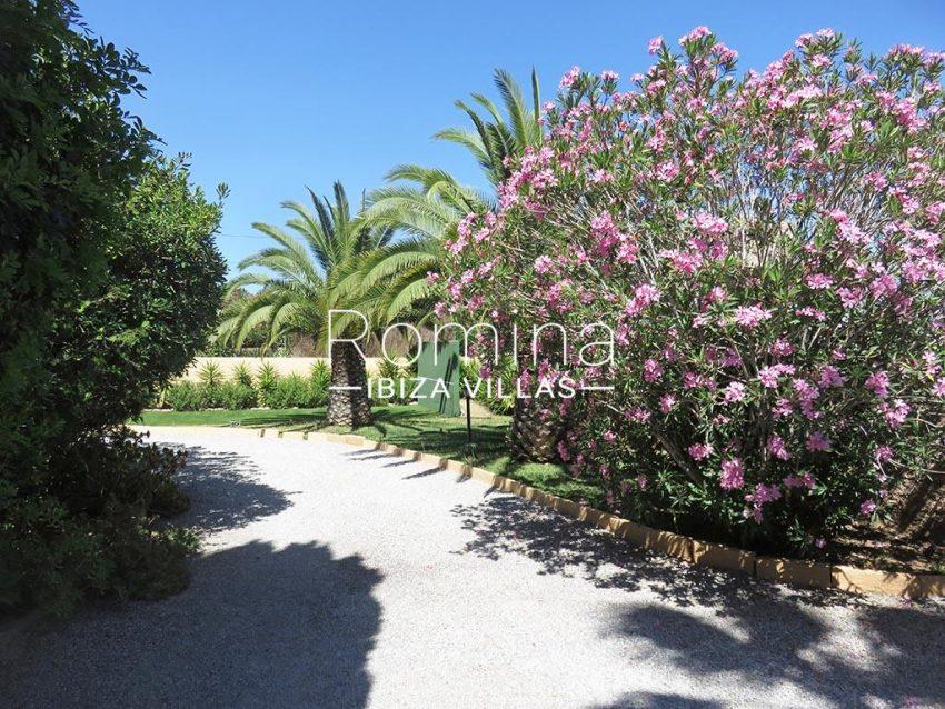 romina-ibiza-villas-rv-847-03-villa-magnolia-2garden