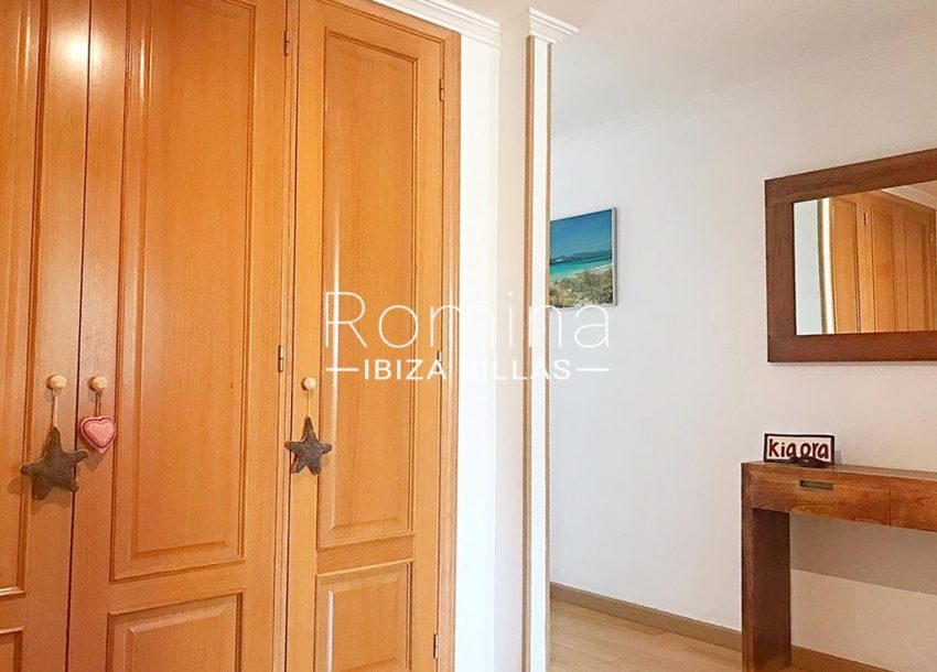 romina-ibiza-villas-rv-852-55-apto-clavel-4bedroom wardrobe