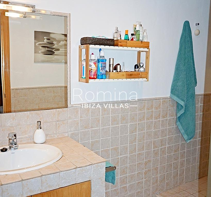 romina-ibiza-villas-rv-852-55-apto-clavel-5sink