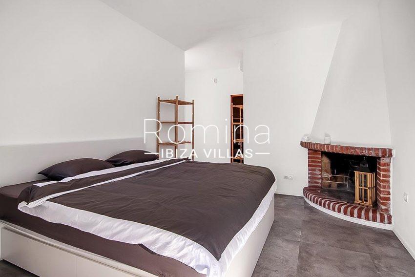 romina-ibiza-villas-rv-854-51-casa-vanda-4bedroom2 fireplace