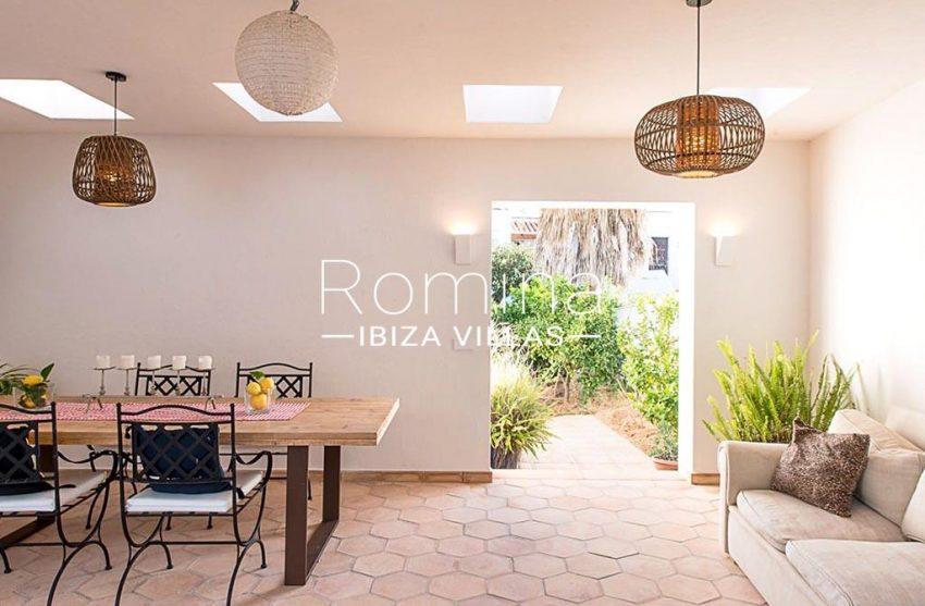 romina-ibiza-villas-rv-859-81-casa-begonia-2covered terrace dining area