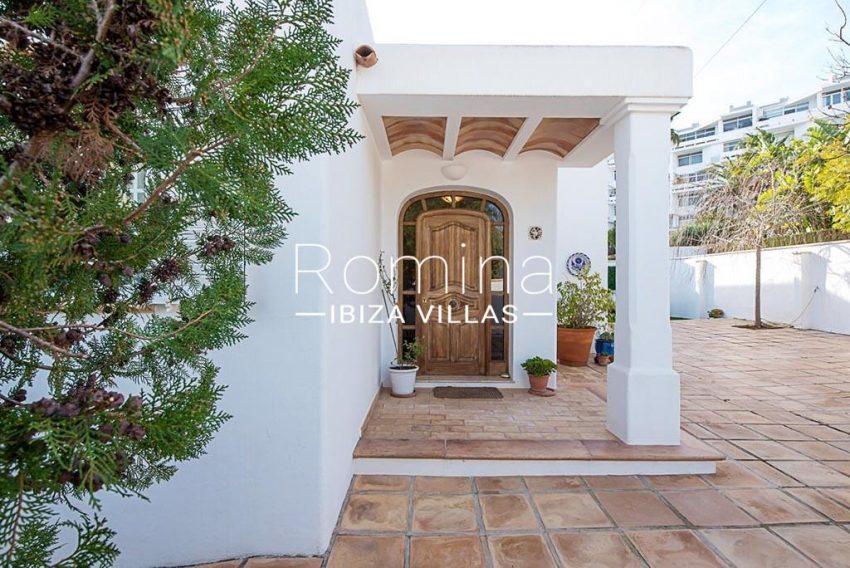 romina-ibiza-villas-rv-859-81-casa-begonia-2entrance porch