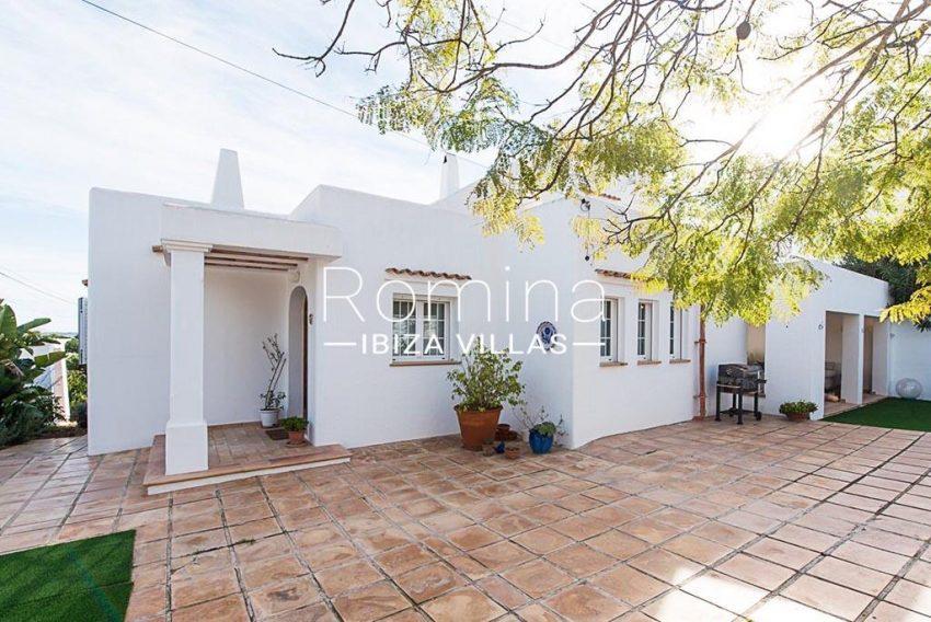 romina-ibiza-villas-rv-859-81-casa-begonia-2terrace facade