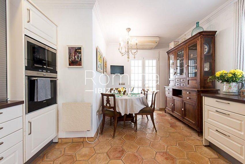 romina-ibiza-villas-rv-859-81-casa-begonia-3zkitchen dining area