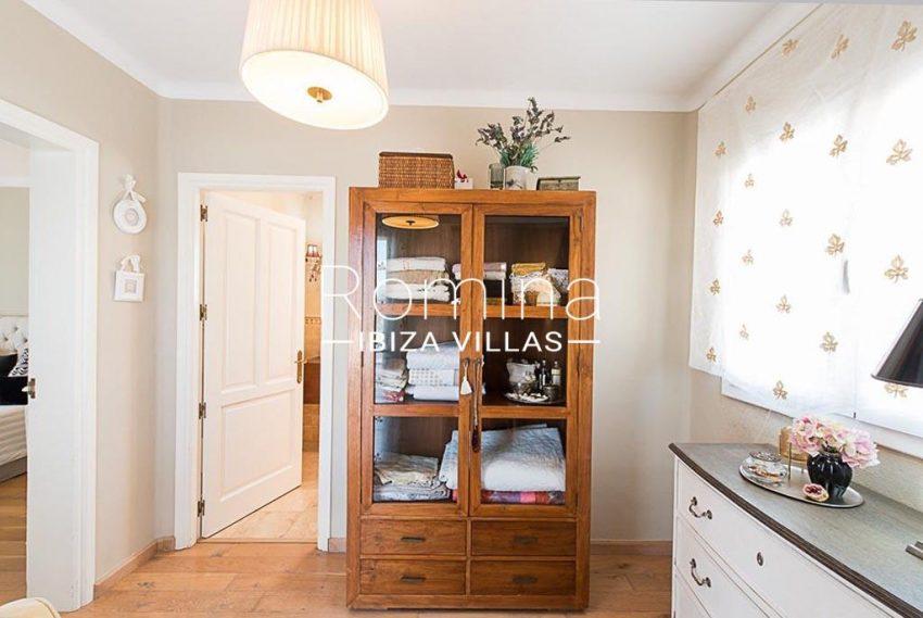 romina-ibiza-villas-rv-859-81-casa-begonia-4bedroom1 small room