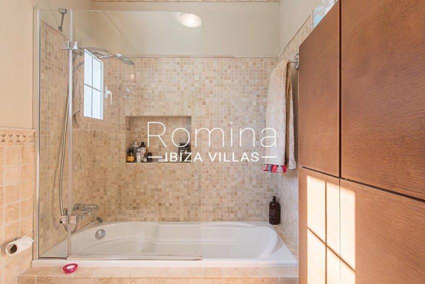 romina-ibiza-villas-rv-859-81-casa-begonia-5bathroom