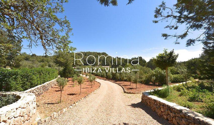romina-ibiza-villas-rv-866-27-can-sabina-2garden path