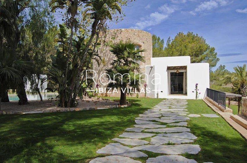 romina-ibiza-villas-rv-866-27-can-sabina-2tower path