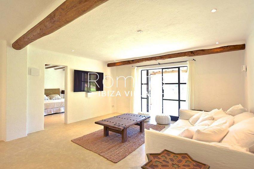 romina-ibiza-villas-rv-866-27-can-sabina-3stting room bedroom