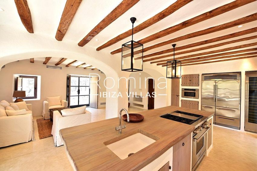 romina-ibiza-villas-rv-866-27-can-sabina-3zkitchen living room