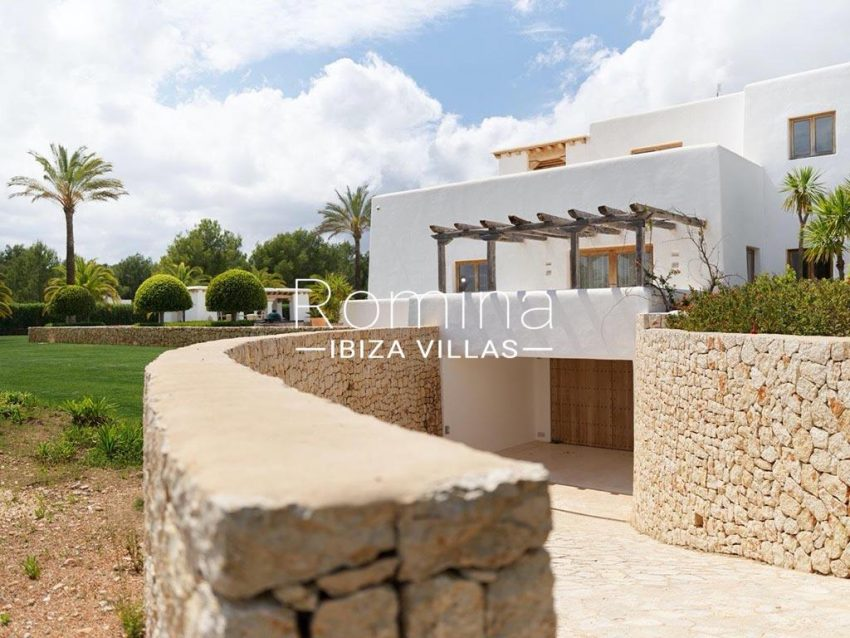 romina-ibiza-villas-rb-868-27-can-miklos-2garage access