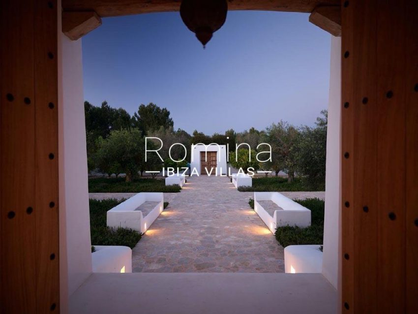 romina-ibiza-villas-rb-868-27-can-miklos-2gate