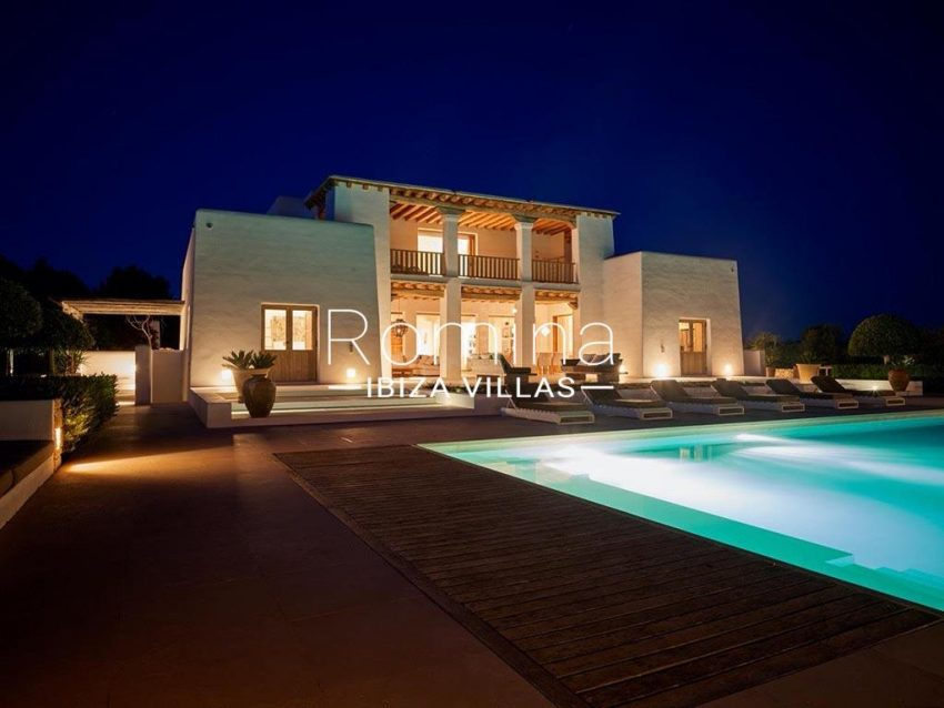 romina-ibiza-villas-rb-868-27-can-miklos-2pool facade night