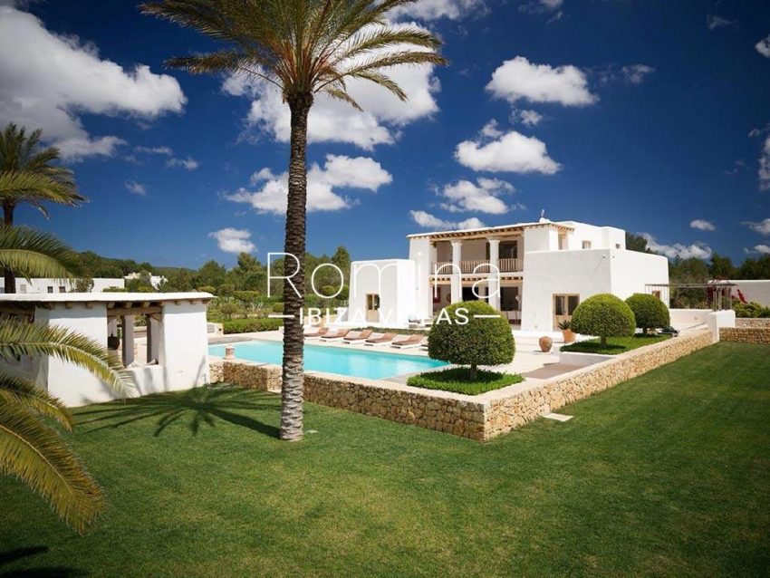 romina-ibiza-villas-rb-868-27-can-miklos-2pool facade pool house