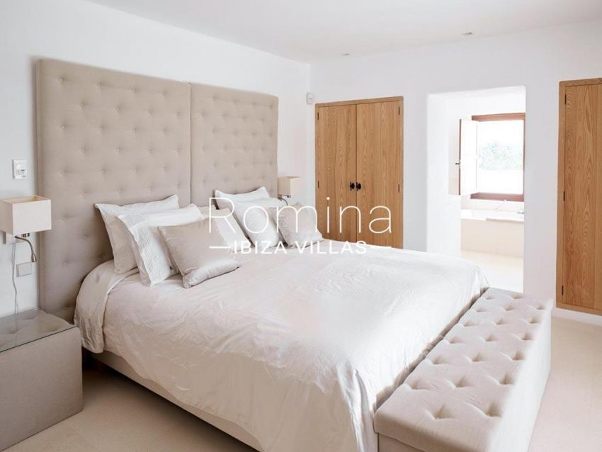 romina-ibiza-villas-rb-868-27-can-miklos-4bedroom1