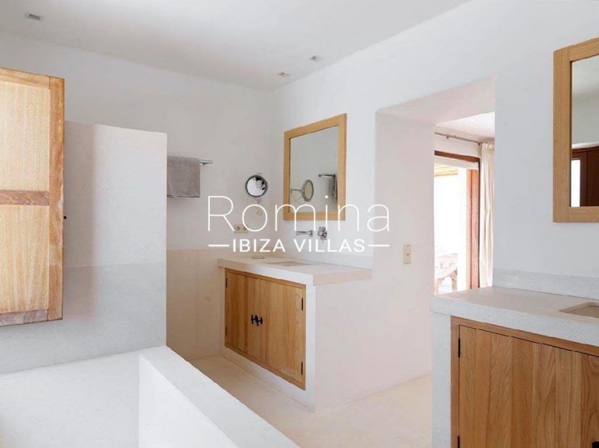 romina-ibiza-villas-rb-868-27-can-miklos-5bathroom