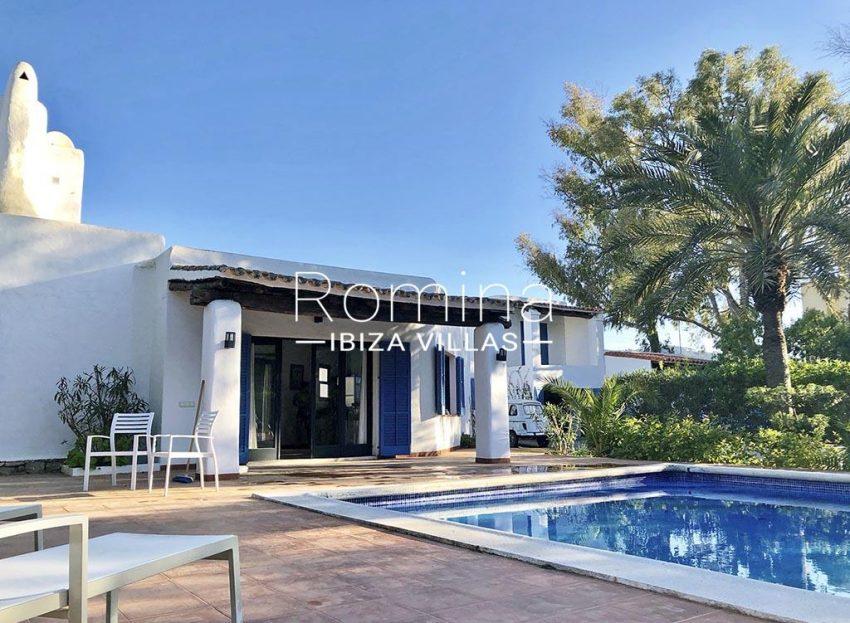 romina-ibiza-villas-rv-834-91-casa-blau-2pool facade porch