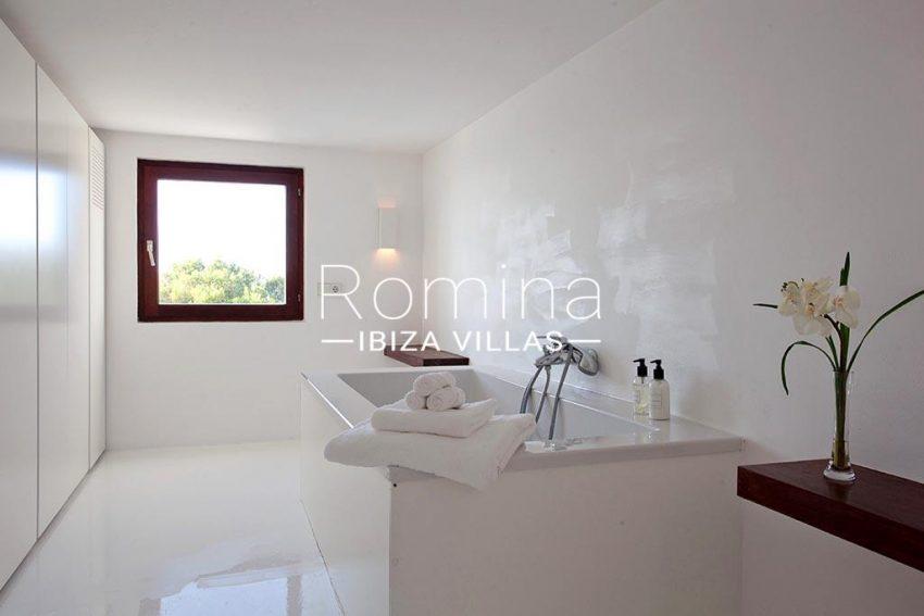 romina-ibiza-villas-rv-864-04-villa-neptunia-5bathroom