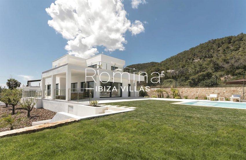 romina-ibiza-villas-rv-865-86-villa-melisa-2pool facade garden