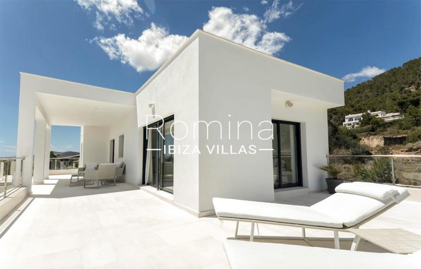 romina-ibiza-villas-rv-865-86-villa-melisa-2terrace upstairs3