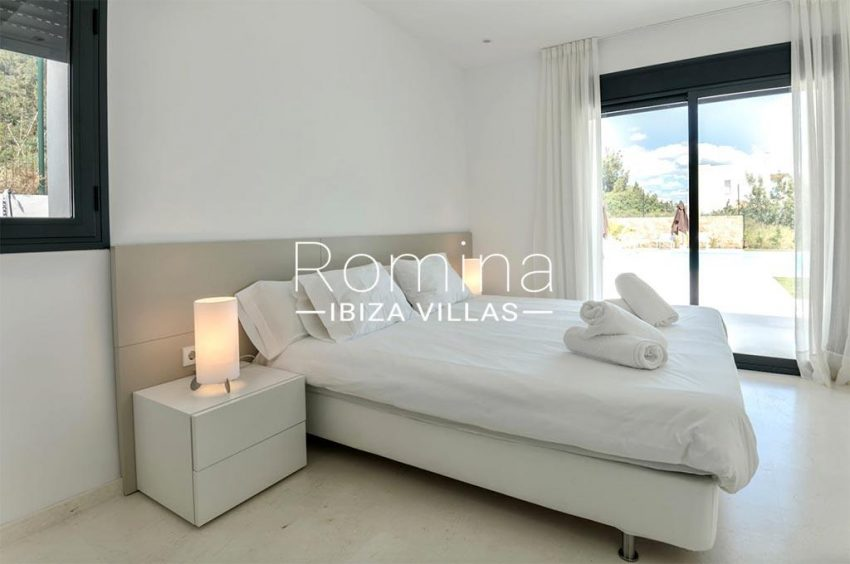 romina-ibiza-villas-rv-865-86-villa-melisa-4bedroom3 terrace pool
