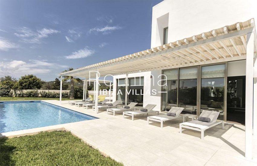 romina-ibiza-villas-rv-869-86-2pool facade terrace
