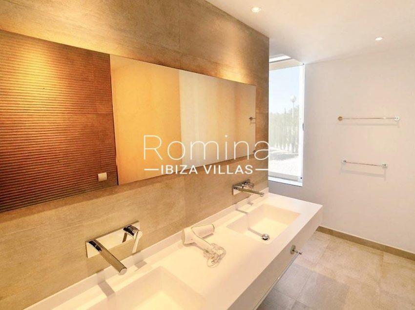 romina-ibiza-villas-rv-869-86-5sinks