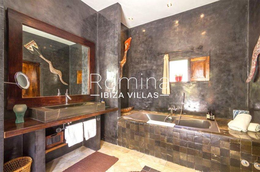 romina-ibiza-villas-rv-877-27-villa-olympia-5bathroom2