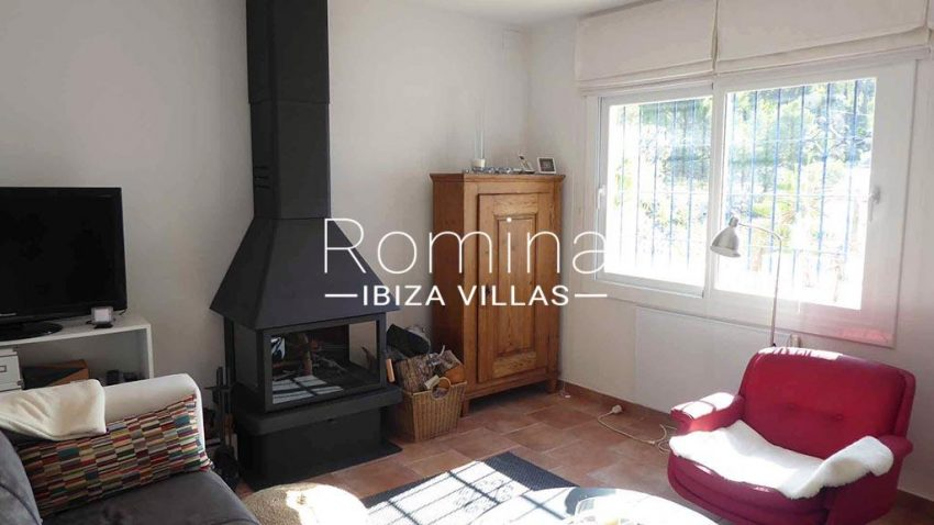 romina-ibiza-villas-rv-881-30-casa-boj-3living room stove