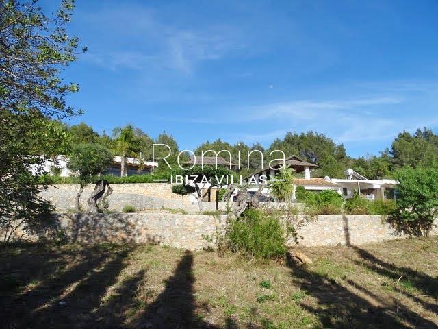romina-ibiza-villas-rv-884-01-can-vesta-2jardin facade guest houses