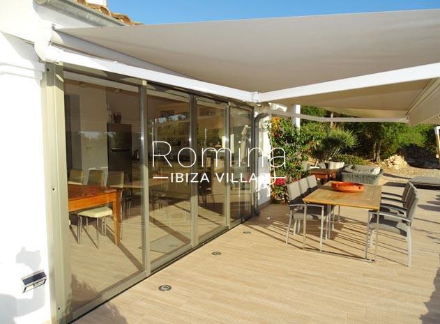 romina-ibiza-villas-rv-884-01-can-vesta-2terrace diningarea guest house