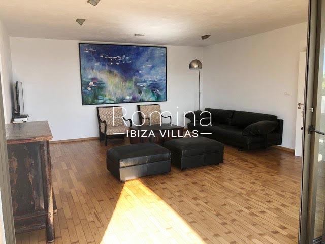 romina-ibiza-villas-rv-884-01-can-vesta-3sitting ara