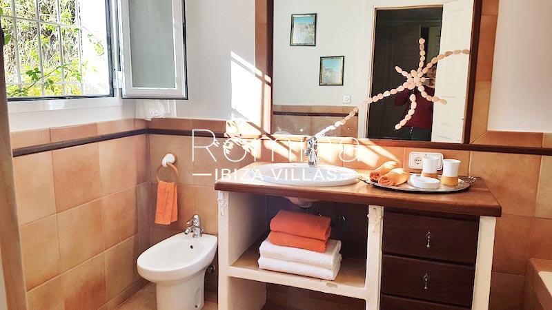 romina-ibiza-villas-rv-891-57-villa-adelfa-5bathroom