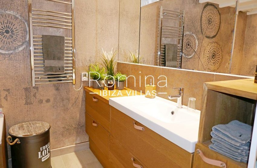 romina-ibiza-villas-rv-892-57-casita-dalt-vila-5bathroom