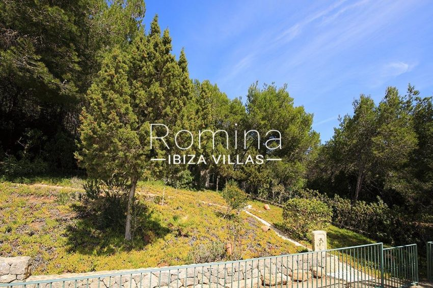 romina-ibiza-villas-rv-893-81-villa-mimosa-2entrance garden