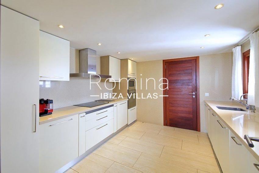 romina-ibiza-villas-rv-893-81-villa-mimosa-3zkitchen