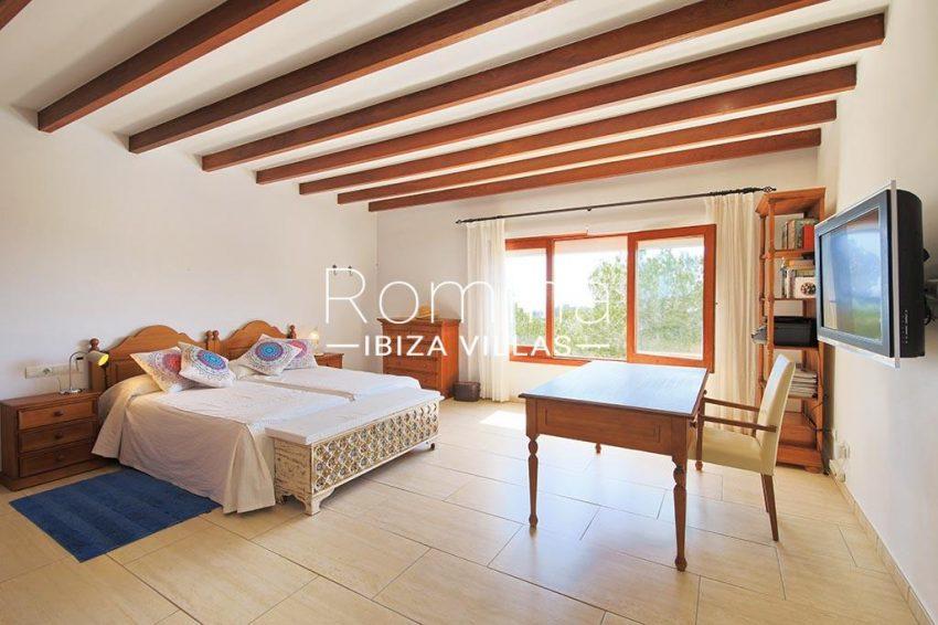 romina-ibiza-villas-rv-893-81-villa-mimosa-4bedroom1ter