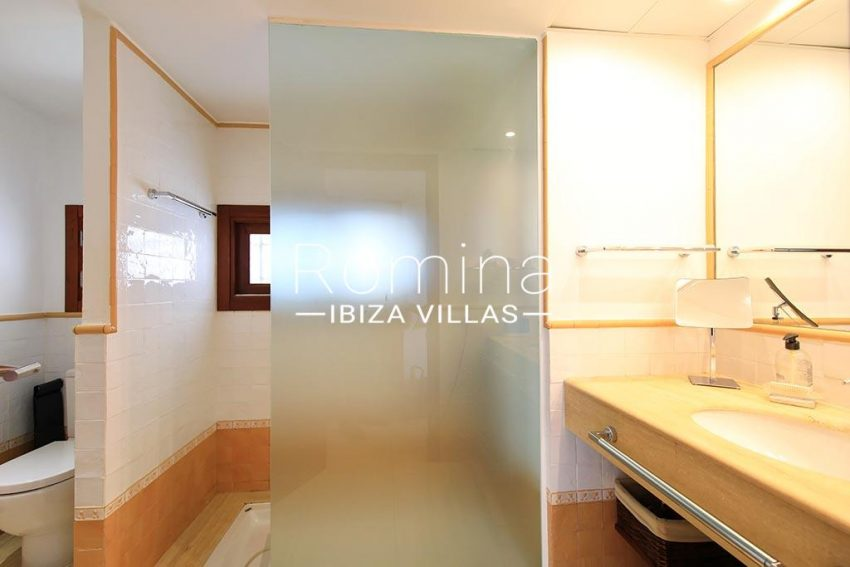 romina-ibiza-villas-rv-893-81-villa-mimosa-5shower room