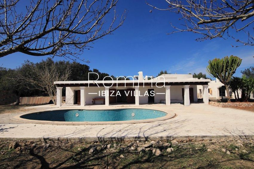 romina-ibiza-villas-rv-894-92-finca-ses-torres-2pool facade