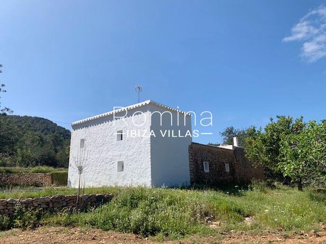 romina-ibiza-villas-rv-895-81-finca-can-pep-2rear facade