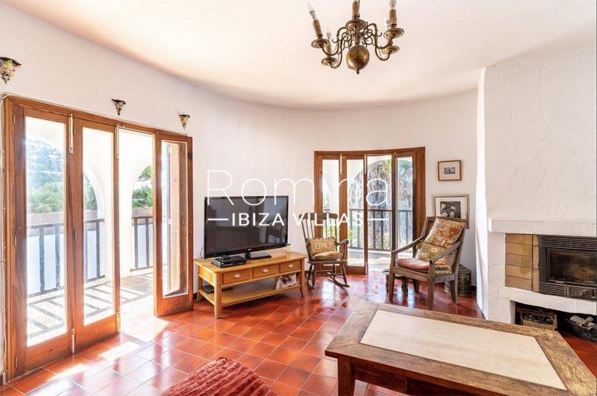 romina-ibiza-villas-rv-899-94-villa-clematis-3living room fireplace