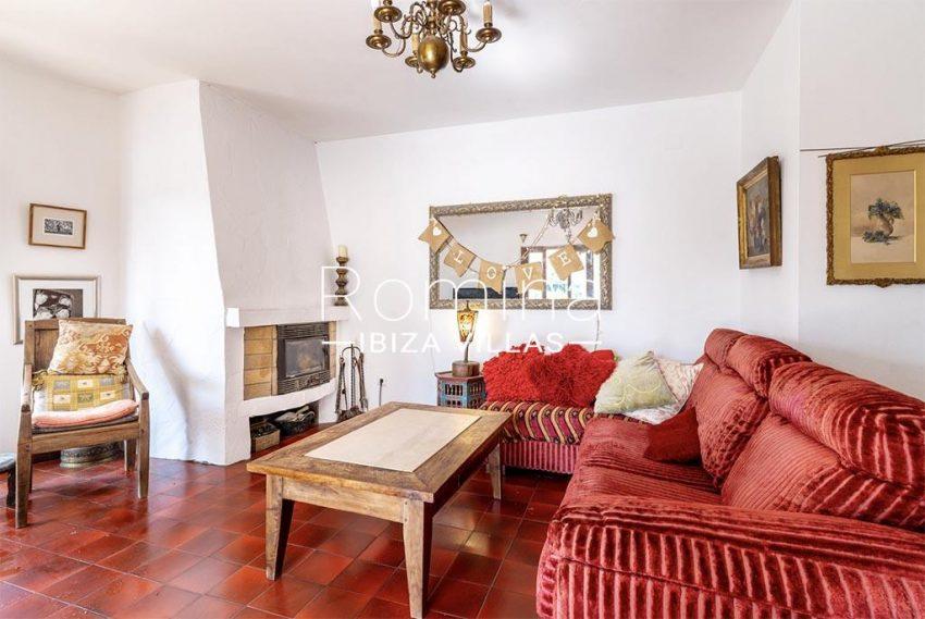 romina-ibiza-villas-rv-899-94-villa-clematis-3living room fireplace2