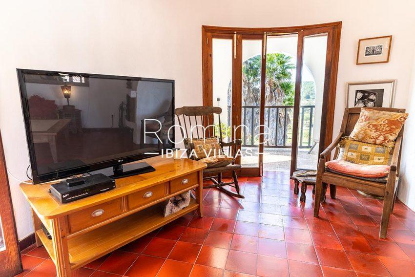 romina-ibiza-villas-rv-899-94-villa-clematis-3living room tv area