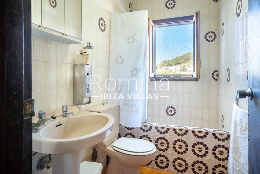 romina-ibiza-villas-rv-899-94-villa-clematis-5bathroom