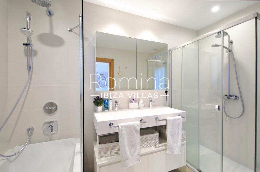 romina-ibiza-villas-rv-903-93-atico-park-5bathroom